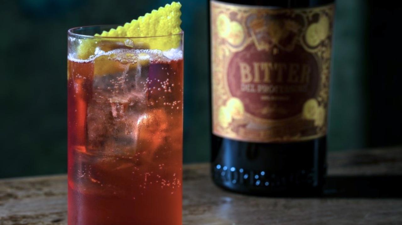 drink-CHERRY-BOMB-della-crew-del-Jerry-Thomas-Speakeasy-di-Roma